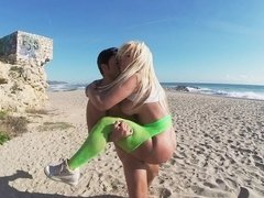Blonde is shaking her naked ass at the beach. She loves the sun