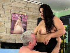 Plumper Bella Bangz gets buttfucked