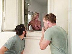 アメリカ人, 浴室, ブロンド, フェラチオ, エロ熟女, チン, 淫乱熟女, フェラする
