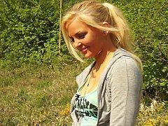 Leie, Blondine, Natürlichen titten, Im freien, Realität, Schüchtern, Scherzbold, Jungendliche (18+)