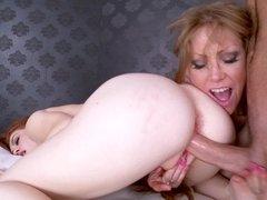 Curvy Darla Crane and petite Alice Green share a dick