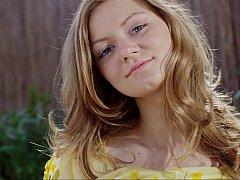18 ans, Blonde, Mignonne, Européenne, Russe, Se déshabiller, Allumeuse, Adolescente