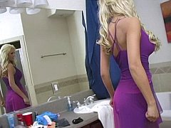 Blondine, Blasen, Kleid