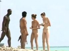 Exciting witness of nude girl on beach hunter
