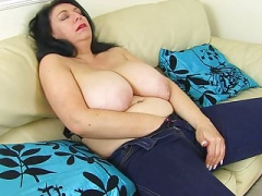 English sexually available mom Sabrina lets you admire her hungry fanny