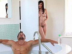 Salle de bains, Gros seins, Brunette brune, Couple, Petite amie, Hard, Seins naturels, Adolescente