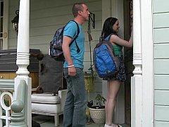 18 ans, Américain, Brunette brune, Couple, 2 femmes 1 homme, Femme au foyer, Maman, Étudiant