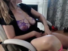 Unbelievable Milf Camwhore Plays With Her Sweet Pussy