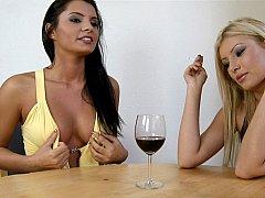 Rubia, Morena, Vestido, Ffm, Sexo duro, Húngaro, Fumando, Trio