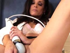 Bombshell wants to quench her lover & also gives him a head & also then spreads her legs for him