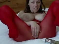 Hoe with hooters plays with a huge dildo