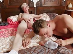 Twinks Zane and Milo Foot Fetish Fuck