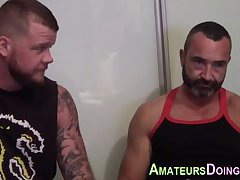 Amateur bears swap tongue