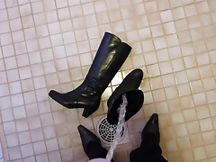 Piss in wifes leather boot