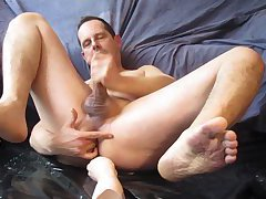Cum with a big dildo up my arse