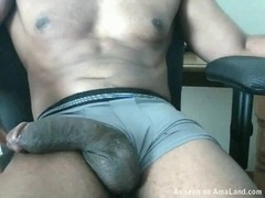 Muscle Man Strokes His Huge Cock In a Webcam Video