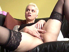 Pussyeaten alternative english babe gets fingerblasted