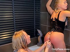 The biggest sex toy and fist ass-fuck proloplase with blonde teenage