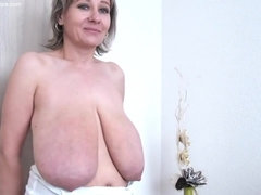 Mature Saggy Tits Queen Posing In Solo Action