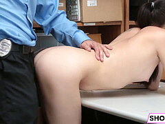 Shoplifter Bobbi Dylan Gets stuffed By The LP Officer