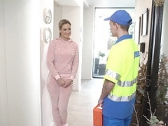 XXXexclusive - Breasty Nicole Vice gives bj paramedic apprentice