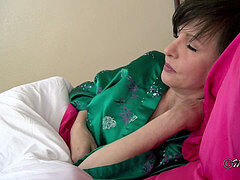 Sharing a sofa with (step)Mom - Mrs Mischief fauxcest dream taboo mom point of view