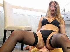 Kathrin facesitting slave