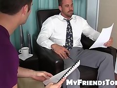 Beefy businessman Darin Silvers drips cum with toes tongued