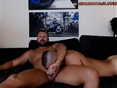 Young bear sucks a mature bear's dick live on Queerscams.com