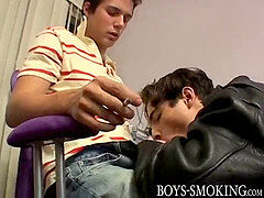 youthfull homo chainsmoker blows stiffys of his butt buddies