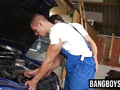Car mechanic twinks have bareback anal sex with hung boss
