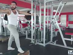 Gym buddies Jessy Ares and Theo Ford sucked each others horny cock