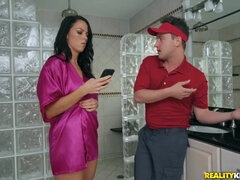 Young deliver guy Van Wylde fucked Audrey Miles in the bathroom