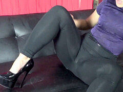 jaw-dropping dame polishes in Lycra Spandex leggings until guy cums