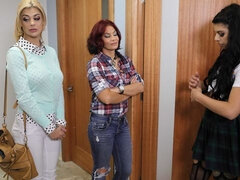 Stunning lesbian action with two chicks Bonnie Rotten and Gina Valentina