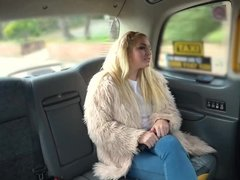 Loula Lou titfuck & ride cab driver's dick in the backseat