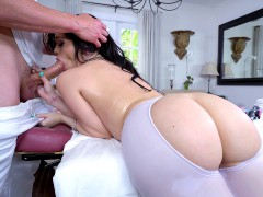 Big assed Ryan Smiles giving head to her massage therapist