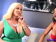 Shemale Jessy Dubai blown off by towheaded hotty