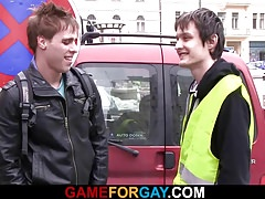 Gay dude seduces worker from street