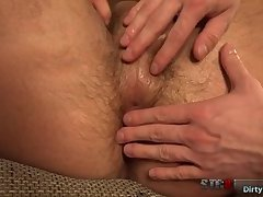 Muscle bodybuilder handjob with cumshot