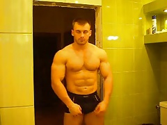 RUSSIAN BODYBUILDER STRIP AND CUM